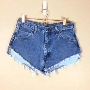 Vintage Wrangler cut of shorts medium wash